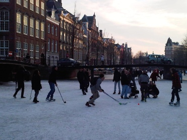 Playing hockey - Frozen canal Amsterdam